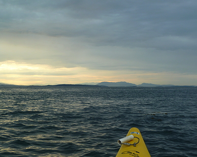 [IMAGE] kayaking toward Saltspring Island